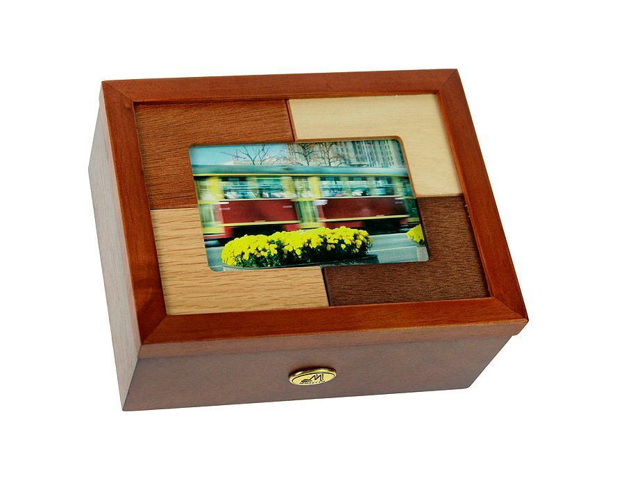 Шкатулка ювелирная Moretto, цвет: светло-коричневый, 20 см х 16 см х 7 см. 3818938189Русские подарки MORETTO 38189 - это шкатулка для ювелирных изделий, которая изготовлена из качественного материала. Данная модель послужит оригинальным и функциональным подарком для человека, ценящего практичные и полезные вещи. Характеристики: Материал: МДФ, стекло, текстиль. Размер шкатулки: 20 см х 16 см х 7 см. Размер фотографии для фоторамки: 18 см х 13 см. Цвет: светло-коричневый.