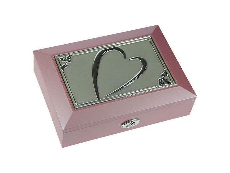 Шкатулка ювелирная Moretto, цвет: розовый, 18 см х 13 см х 5 см. 3991739917Шкатулка Русские подарки MORETTO 39917 - это оригинальный и стильный подарок. Эта модель сохранит ваши ювелирные изделия в первозданном виде. С такой шкатулкой вы сможете внести в интерьер частичку элегантности.