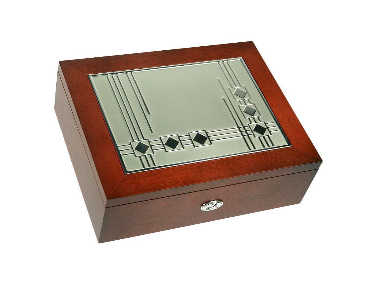Шкатулка для мужчин MORETTO 24*19*8см139544Шкатулка Русские подарки MORETTO 139544 сохранит ваши ювелирные изделия в первозданном виде. С ней вы сможете внести в интерьер частичку элегантности. Данная модель выполнена из качественных материалов и станет оригинальным подарком. Материал: MDF, металл (алюминий), текстиль, ПМ; цвет: коричневый