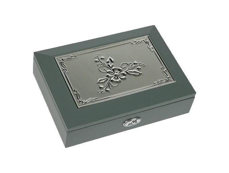 Шкатулка ювелирная Moretto, цвет: серый, 18 х 13 х 5 см 3994039940Шкатулка Русские подарки MORETTO 39940 сохранит ваши ювелирные изделия в первозданном виде. С ней вы сможете внести в интерьер частичку элегантности. Модель станет оригинальным и стильным подарком.