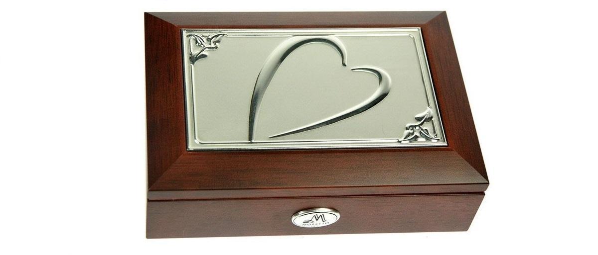 Шкатулка ювелирная MORETTO музык. 18*13*5см139556Великолепная шкатулка для вашей любимой. Здесь можно хранить бижутерию, ювелирные изделия и множество других мелочей. Очень оригнальний подарок для особых дат в вашей совместной жизни.