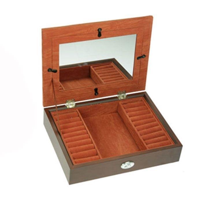 Шкатулка ювелирная Moretto, цвет: коричневый, 21,5 см х 16,5 см х 5 см39857Ювелирная шкатулка Moretto, выполненная из МДФ и алюминия, украсит интерьер любого помещения и позволит компактно и удобно хранить ювелирные изделия и бижутерию. Внутри шкатулки предусмотрено одно отделение, справа и слева которого расположены по одному ряду валиков для хранения колец; на крышке расположено зеркало, под которое можно поместить фотографию. Внутренняя поверхность шкатулки оформлена бархатистым текстилем, выполненным под замшу, что придает шкатулке шарм и изысканность. Нижняя часть шкатулки с внешней стороны также обтянута бархатистым текстилем, что предотвращает истирание поверхности стола. Классический дизайн и функциональность делают шкатулку Moretto практичным и стильным подарком для любой женщины.