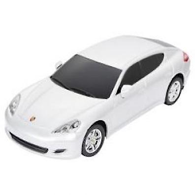 Rastar Радиоуправляемая модель Porsche Panamera цвет белый46200Радиоуправляемая модель автомобиля Rastar Porsche Panamera 1:24 46200 повторяет настоящий автомобиль в масштабе 1:24. Модель движется назад, вперед, влево, вправо и может развить скорость 7 км/ч. Управлять ею легко и приятно, любая гонка принесет удовольствие. Дальность управления пульта составляет 15-45 метров. Машина изготовлена из пластика.