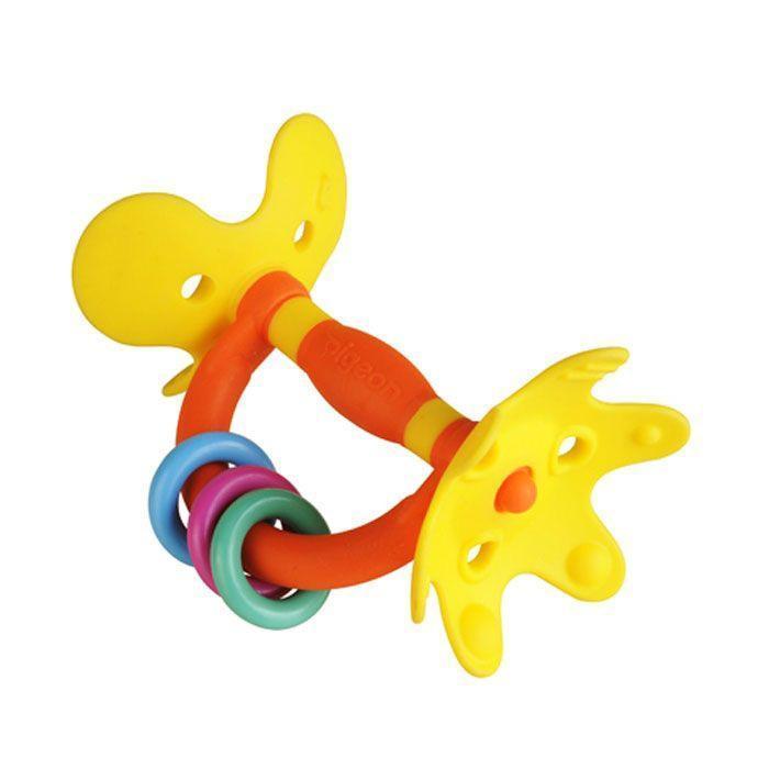 Игрушка-прорезыватель Pigeon Цветок4902508131384Игрушка-прорезыватель Pigeon Цветок позволит ребенку снять неприятные ощущения при прорезывании зубов. Прорезыватель выполнен в виде оси, на концах которой расположены элементы в виде лепестков. Лепестки имеют различную рельефную поверхность, малыш сможет их грызть, массируя десны. Игрушка снабжена ручкой, на которую нанизаны три пластиковых колечка. Малыш с удовольствием будет их передвигать вдоль ручки. Форма прорезывателя удобна для маленьких детских ручек. Ребенок сможет его держать, трясти и перекладывать из одной руки в другую. Такой прорезывать поможет малышу развить цветовое восприятие, мелкую моторику рук и сенсорное восприятие.