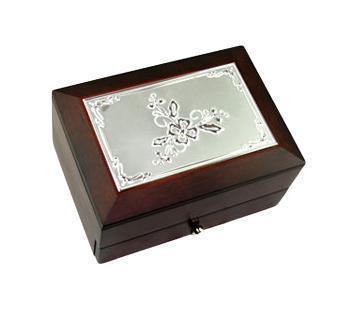 Шкатулка Цветок 2-х ярусная 18х13х10см39599Шкатулка Русские подарки MORETTO 39599 сохранит ваши ювелирные изделия в первозданном виде. С ней вы сможете внести в интерьер частичку элегантности. Данная модель выполнена из качественных материалов и станет оригинальным подарком.