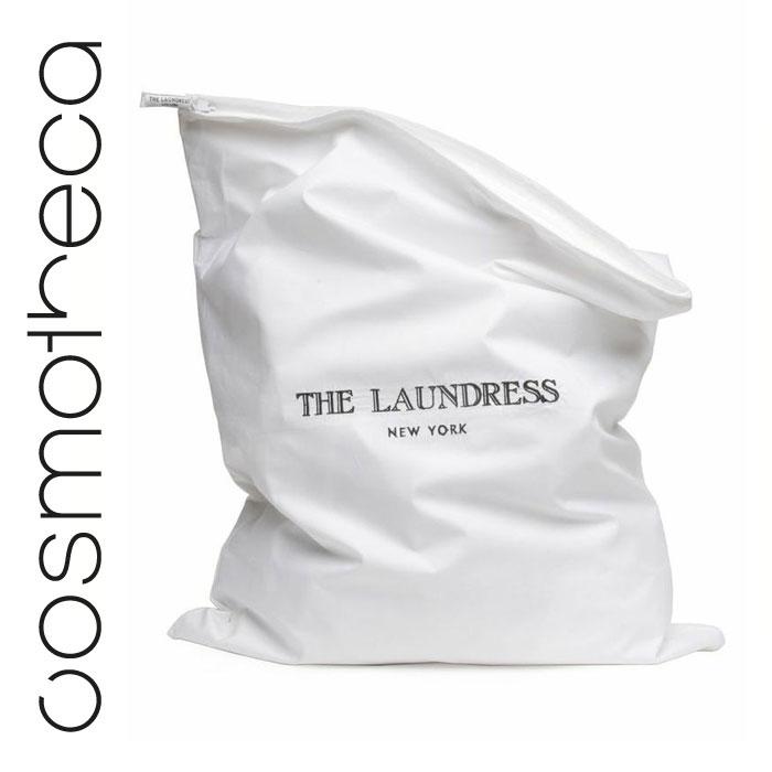 The Laundress Мешок для белья из хлопка с маркировкой The Laundress, размер 48 х 61 смLNDRA029Чехол универсального размера идеально подходит для хранения свитеров, джинсов, шелковых блузок и простыней. Не- заменим для путешествий и длительного хранения вещей. Изготовлен из 100% хлопка. Снабжен застежкой-молнией для защиты вещей от моли и клопов (мы не рекомендуем хранить вещи в пластиковых пакетах). Разберите одежду и подпишите чехол своей монограммой.