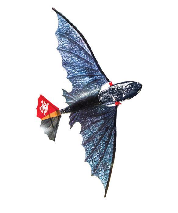 Игрушка Dragons Летающий Беззубик, 39 см66558Игрушка Dragons Летающий Беззубик - это настоящий летающий дракончик, которого малыш сможет без труда запустить самостоятельно. В задней части дракона находится ручка завода. Необходимо многократно повернуть ее (до 50 раз) затем нужно нажать переключатель в передней части дракона (разблокировать крылья) и пустить его с руки. Беззубик начнёт махать крыльями и лететь. Дракончик пролетает на расстояние более 15 м, а регулируемое положение хвоста позволяет ему выполнять различные трюки в воздухе. Такая игрушка порадует любого маленького поклонника мультфильма Как приручить дракона и позволит ему весело провести время.
