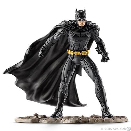 Фигурка Schleich Бэтмен сражается, 10 см22502Фигурка Schleich Бэтмен сражается станет прекрасным подарком для вашего ребенка. Великолепно детализированная фигурка супергероя изготовлена из каучукового пластика. Такая фигурка непременно понравится вашему ребенку, а также привлечет внимание взрослых коллекционеров, и станет замечательным украшением любой коллекции. Восхитительная фигурка сделает игры в супергероев еще увлекательнее и интереснее! У игрушки есть широкое основание, благодаря которому она прочно стоит на различных поверхностях. Бэтмен вновь готов спасти Готэм Сити! Для этого он облачился в свой черный облегающий костюм, набросил на плечи плащ и надел на лицо маску для того, чтобы никто не смог узнать его. В своем прекрасном облачении он спешит на помощь жителям города Готэм.