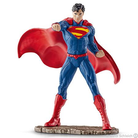 Фигурка Schleich Супермен сражается, 11 см22504Фигурка Schleich Супермен сражается станет прекрасным подарком для вашего ребенка. Великолепно детализированная фигурка супергероя изготовлена из каучукового пластика и выполнена в ярких красных и синих цветах. У игрушки есть широкое основание, благодаря которому она прочно стоит на различных поверхностях. Такая фигурка непременно понравится вашему ребенку, а также привлечет внимание взрослых коллекционеров, и станет замечательным украшением любой коллекции. Восхитительная фигурка сделает игры в супергероев еще увлекательнее и интереснее! Над миром нависла новая угроза. Супермен очень быстрый и неуязвимый. Для того, чтобы спасти мир, ему необходимо применить все свои сверхспособности и победить врага.