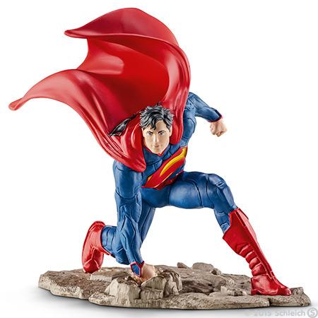 Фигурка Schleich Супермен на колене, 10 см22505Фигурка Schleich Супермен на колене станет прекрасным подарком для вашего ребенка. Великолепно детализированная фигурка супергероя изготовлена из каучукового пластика и выполнена в ярких красных и синих цветах. У игрушки есть широкое основание, благодаря которому она прочно стоит на различных поверхностях. Такая фигурка непременно понравится вашему ребенку, а также привлечет внимание взрослых коллекционеров, и станет замечательным украшением любой коллекции. Восхитительная фигурка сделает игры в супергероев еще увлекательнее и интереснее! Над миром нависла новая угроза. Супермен очень быстрый и неуязвимый. Для того, чтобы спасти мир, ему необходимо применить все свои сверхспособности и победить врага.