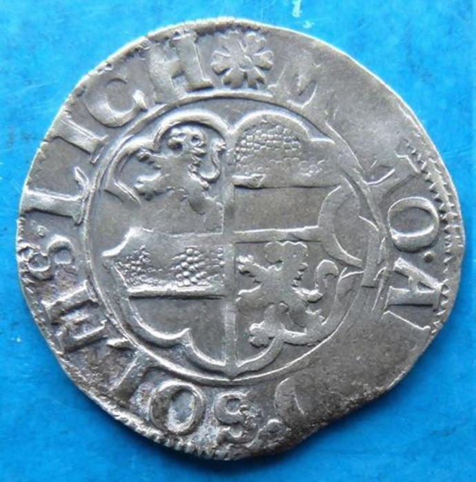 Монета 2 крейцера (1/2 батцена, полубатцен). Графство Зольмс-Лих (Сольмс-Лих). Германия, 1592 год304329Монета 2 крейцера (1/2 батцена, полубатцен). Графство Зольмс-Лих (Сольмс-Лих), 1592 год. Ag. Диаметр 1,9 см. Сохранность хорошая. Аверс: герб графства Зольмс-Лих, круговая легенда. Реверс: держава, круговая легенда. Соотношение осей аверса и реверса: 3. Чекан: Графство Зольмс-Лих (Сольмс-Лих), отчеканен на совместном монетном дворе сыновей графа Рейнхарда I. Сохранность очень хорошая (VF). Красивая патина.