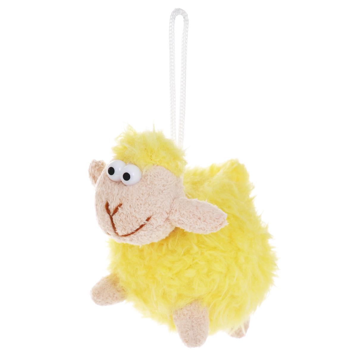 Мягкая игрушка-подвеска Sima-land Овечка, цвет: желтый, 8 см. 332801332801Очаровательная мягкая игрушка-подвеска Sima-land Овечка не оставит вас равнодушным и вызовет улыбку у каждого, кто ее увидит. Игрушка выполнена из искусственного меха и текстиля в виде забавной овечки с выпуклыми глазами. К игрушке прикреплена текстильная петелька для подвешивания. Мягкая и приятная на ощупь игрушка станет замечательным подарком, который вызовет массу положительных эмоций. Размер игрушки: 115 мм х 70 мм х 80 мм.
