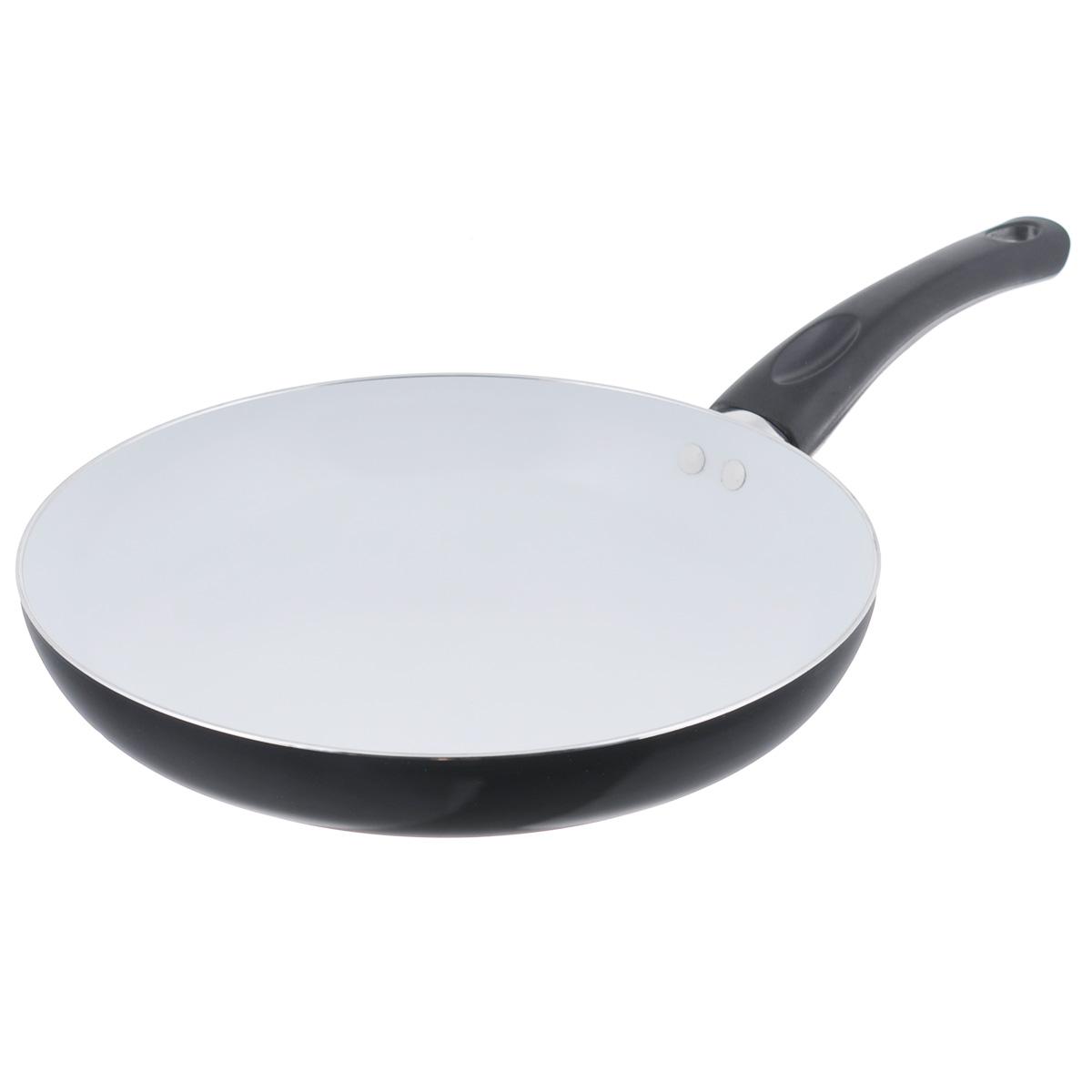 Сковорода Mayer & Boch, с керамическим покрытием, цвет: черный. Диаметр 26 см. 2015720157Сковорода Mayer & Boch изготовлена из литого алюминия с керамическим покрытием. Сковорода предназначена для здорового и экологичного приготовления пищи. Пища не пригорает и не прилипает к стенкам. Абсолютно гладкая поверхность легко моется. Посуда экологически чистая, не содержит примеси ПФОК. Рукоятка специального дизайна, выполненная из бакелита, удобна и комфортна в эксплуатации. Внешнее цветное покрытие устойчиво к воздействию высоких температур. Можно использовать на газовых и электрических плитах. Можно мыть в посудомоечной машине. Высота стенки: 4,3 см. Толщина стенки: 2,5 мм. Толщина дна: 3,5 мм. Длина ручки: 18,5 см.