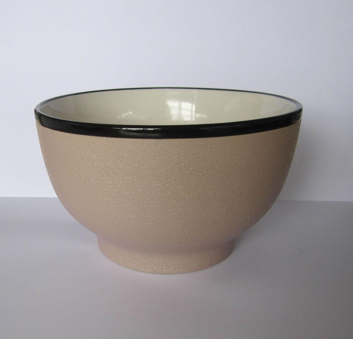 Салатник, цвет: бежевый, 750 мл. HW816-BGHW816-BGСалатник изготовлен из высококачественной керамики. Он предназначен для красивой подачи салатов и других блюд. Салатник прекрасно оформит стол и порадует вас лаконичным и ярким дизайном. Можно использовать в СВЧ и мыть в посудомоечной машине.