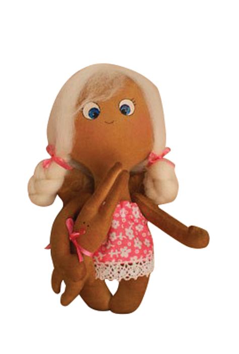 Набор для изготовления текстильной куклы Angels Story, высота 21 см. 014315011Набор для изготовления игрушки Ваниль Angels Story позволит самостоятельно создать мягкого текстильного ангелочка. В комплект входит: - ткань для тела (100% хлопок), - ткань для одежды (100% хлопок), - хлопчатобумажное кружево, - атласная лента, - резинка, - шерсть для волос, - деревянная палочка, - инструкция на русском языке. Дополнительно вам потребуется: суперпух (наполнитель для игрушки), нитки в тон ткани, ножницы, иголка, акриловые краски, кисточка. Набор для изготовления текстильной игрушки подарит массу положительных эмоций и позволит создать милого и обаятельного ангелочка. Наполнитель в комплект не входит. В качестве наполнителя подойдет синтепух. Высота игрушки: 21 см.