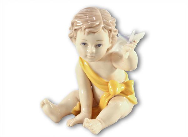 Статуэтка Ангелочек (в желтом)N-PB30000/A-ALПри изготовлении фарфоровых статуэток Navel уделяется внимание каждой детали: как прорисовано лицо, глаза, губы. Все статуэтки Navel покрыты превосходной глазурью, что защищает их и придает особую привлекательность.