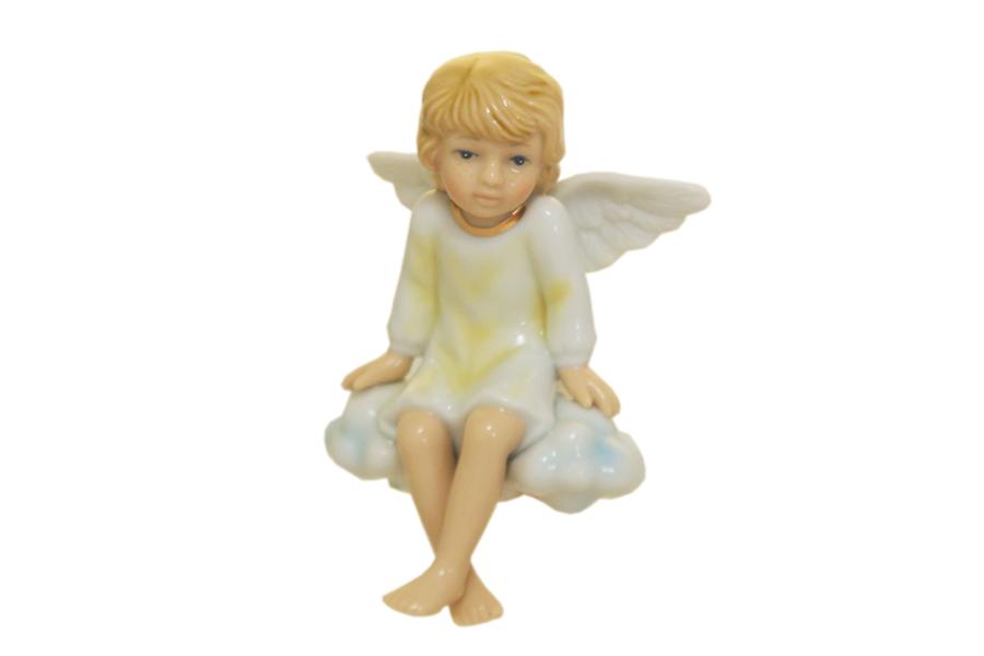 Статуэтка Ангел сидящий на облачкеN-PB0968/B-ALПри изготовлении фарфоровых статуэток Navel уделяется внимание каждой детали: как прорисовано лицо, глаза, губы. Все статуэтки Navel покрыты превосходной глазурью, что защищает их и придает особую привлекательность.