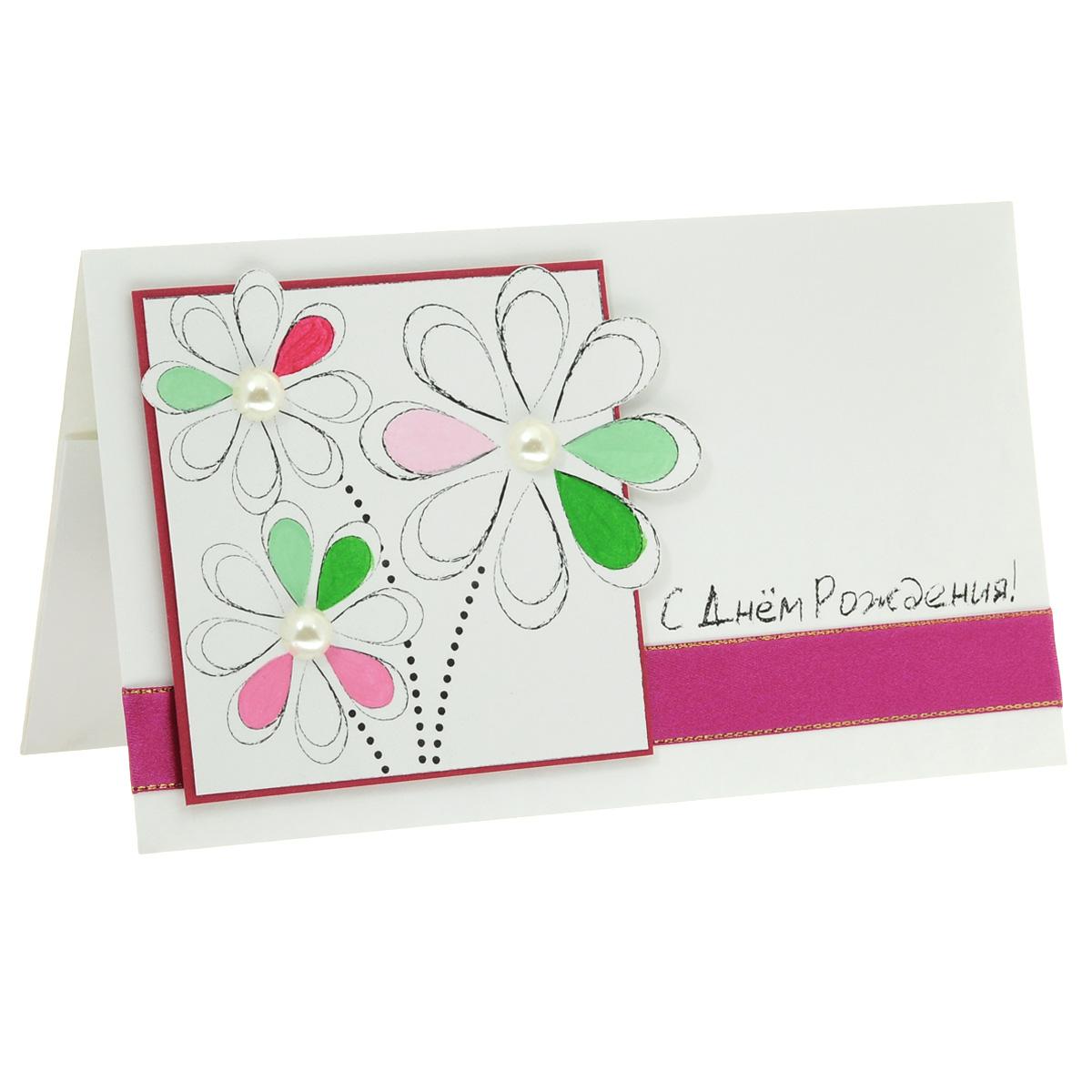 ОЖ-0011 Открытка-конверт «С Днём Рождения!» (рукописные цветы). Студия «Тётя Роза»Винтажные открытки №97Характеристики: Размер 19 см x 11 см. Материал: Высоко-художественный картон, бумага, декор. Данная открытка может стать как прекрасным дополнением к вашему подарку, так и самостоятельным подарком. Так как открытка является и конвертом, в который вы можете вложить ваш денежный подарок или просто написать ваши пожелания на вкладыше. Лаконичная открытка подкупает своей чистотой. Цветочки в рамке разукрашены вручную и декорированы жемчужными полубусинками. Открытка оформлена сиреневой атласной лентой с золотым кантом. Надпись будто начерчена графитным мелком. Также открытка упакована в пакетик для сохранности. Обращаем Ваше внимание на то, что открытка может незначительно отличаться от представленной на фото.
