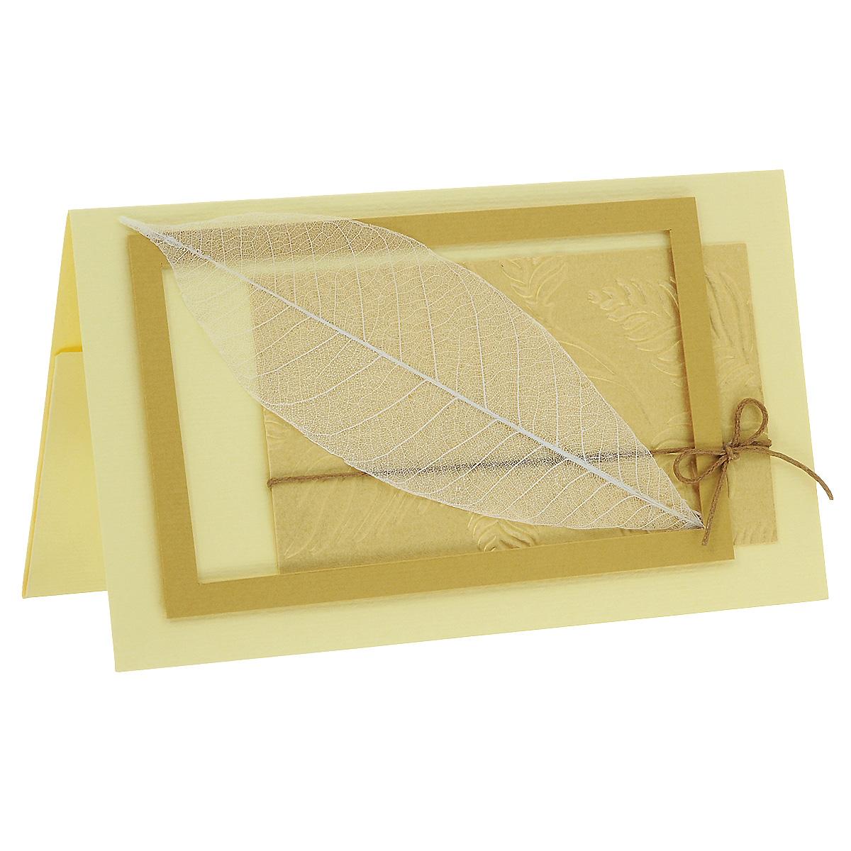 ОРАЗ-0006 Открытка-конверт (скелетированный лист). Студия «Тётя Роза»Винтажные открытки №97Характеристики: Размер 19 см x 11 см. Материал: Высоко-художественный картон, бумага, декор. Данная открытка может стать как прекрасным дополнением к вашему подарку, так и самостоятельным подарком. Так как открытка является и конвертом, в который вы можете вложить ваш денежный подарок или просто написать ваши пожелания на вкладыше. Природная чистота и выразительность сохранена в нежном ажуре скелетированного листа, помещенного в золотую рамочку на рельефном фоне. Бежево-золотая гамма открытки придает ей изысканное благородство. Также открытка упакована в пакетик для сохранности. Обращаем Ваше внимание на то, что открытка может незначительно отличаться от представленной на фото.