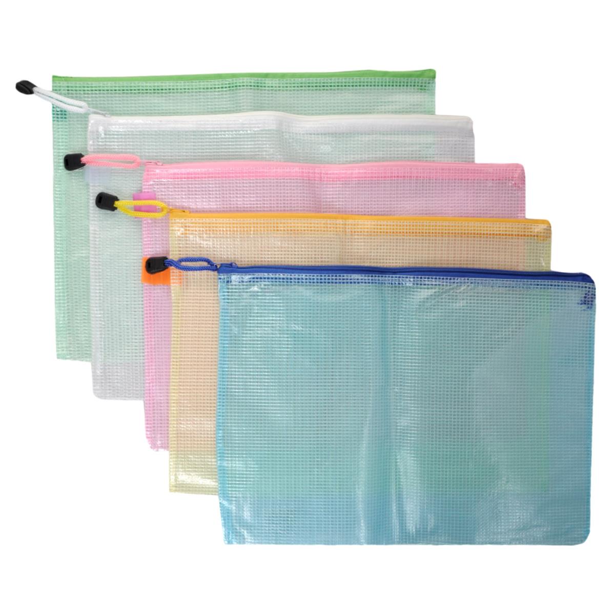 Папка на молнии Centrum, цвет: зеленый, белый, розовый, желтый, голубой. Формат А4, 5 шт80033ООригинальная папка Centrum - это удобный и функциональный инструмент, который идеально подойдет для хранения различных бумаг и документов формата А4, а также письменных принадлежностей. Папка изготовлена из прочного армированного ПВХ и надежно закрывается на застежку-молнию. Для облегчения хранения и транспортировки папка снабжена шнурком с пластиковым ограничителем. Комплект включает в себя 5 папок зеленого, белого, розового, желтого и голубого цветов. Такая папка практична в использовании и надежно сохранит ваши бумаги, сбережет их от повреждений, пыли и влаги.
