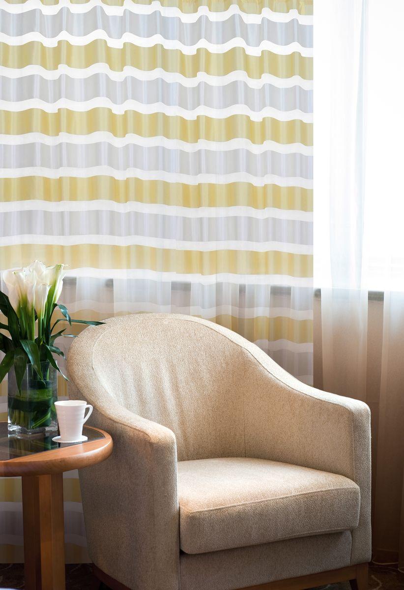 Штора Home Queen Яркие полосы, на петлях, цвет: белый, бежевый, высота 250 см57478Изящная штора Home Queen Яркие полосы выполнена из полиэстера. Полупрозрачная ткань, приятная цветовая гамма, принт в полоску привлекут к себе внимание и органично впишутся в интерьер помещения. Такая штора идеально подходит для солнечных комнат. Мягко рассеивая прямые лучи, она хорошо пропускает дневной свет и защищает от посторонних глаз. Отличное решение для многослойного оформления окон. Эта штора будет долгое время радовать вас и вашу семью! Штора крепится на карниз при помощи петель.