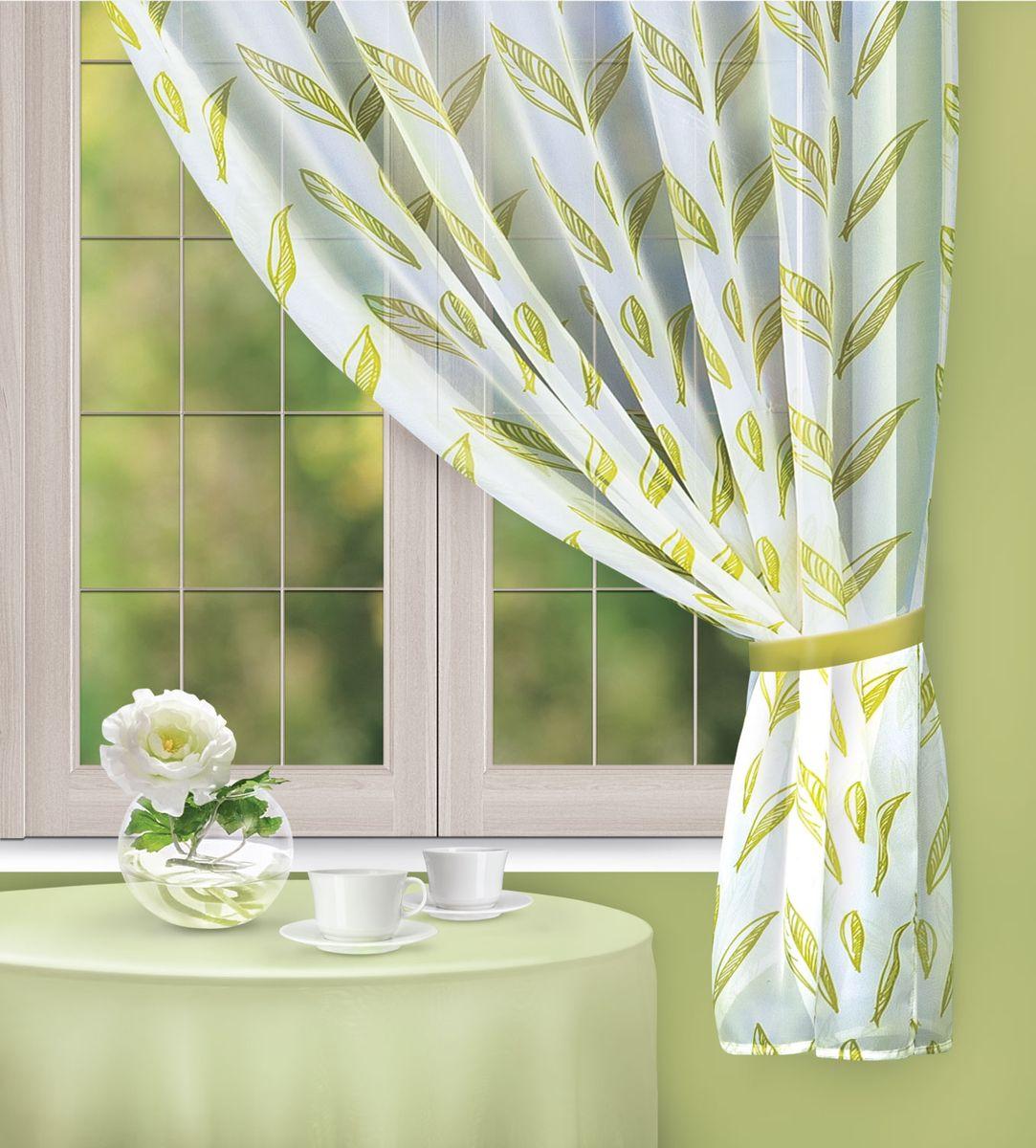 Штора для кухни Home Queen Olive Dream, на петлях, цвет: белый, зеленый, высота 170 см67397Яркая штора Home Queen Olive Dream выполнена из полиэстера. Полупрозрачная ткань, приятная цветовая гамма, рисунок с листьями привлекут к себе внимание и органично впишутся в интерьер помещения. Такая штора идеально подходит для солнечных комнат. Мягко рассеивая прямые лучи, она хорошо пропускает дневной свет и защищает от посторонних глаз. Отличное решение для многослойного оформления окон. Эта штора будет долгое время радовать вас и вашу семью! Изделие можно зафиксировать в одном положении с помощью однотонного подхвата на пуговице. Штора крепится на карниз при помощи петель. В комплект входит: Штора: 1 шт. Размер (Ш х В): 142 см х 170 см. Подхват: 1 шт. Размер (Д х Ш): 31 см х 4,5 см.
