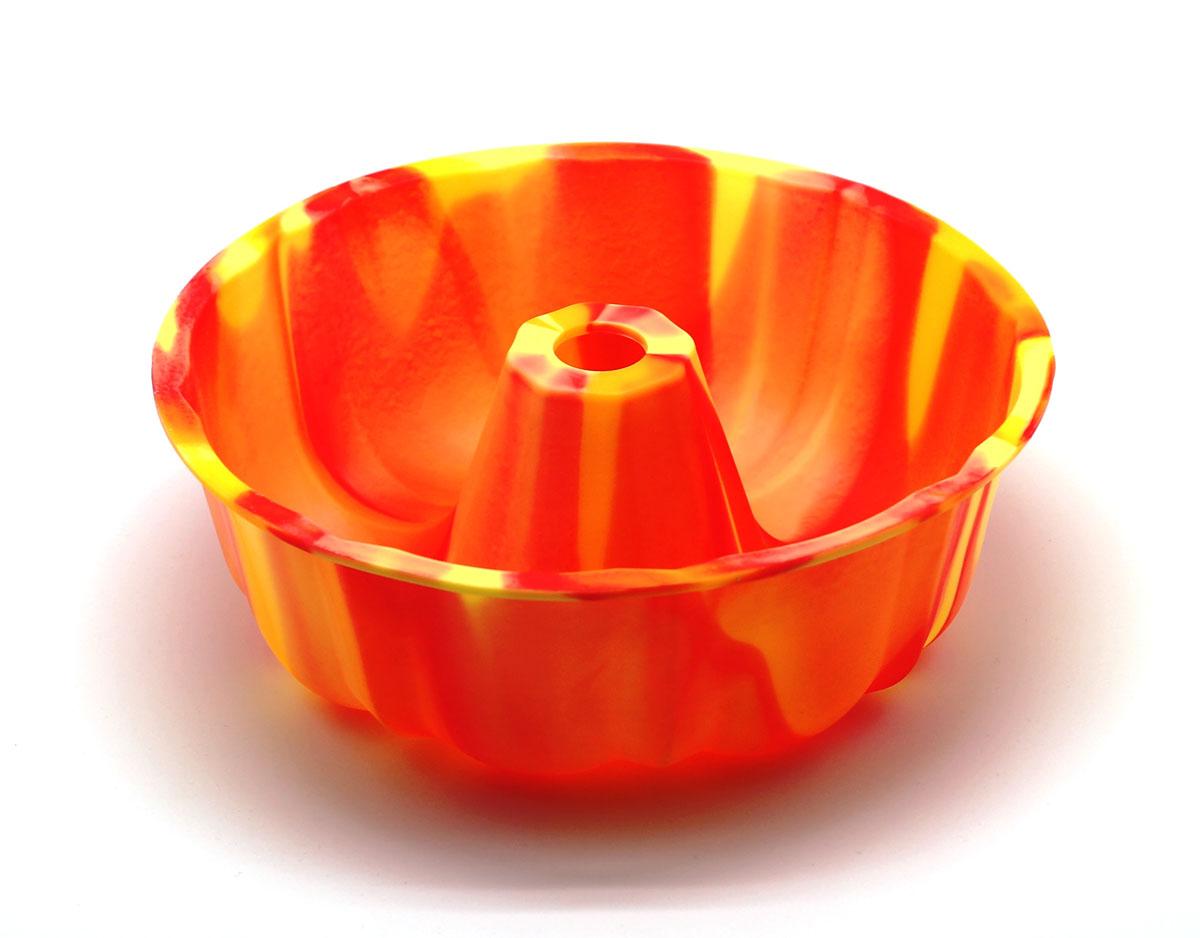 Форма для выпечки ШарлоткаSC-BK-002M-OСиликоновая форма для выпечки имеет много преимуществ по сравнению с традиционной металлической и алюминевой посудой. Она идеально подходит для использования в микроволновых, гаховых и электрических печах при температурах до +230°С. Благодаря гибкости и антипригарным свойствам изделия, ваша выпечка никогда не потеряет свой внешний вид. Форма займет на Вашей кухне минимум места, ее можно свернуть и убрать в шкаф, а при очередном использовании она примет первоначальный вид. Так же хотелось бы отметить, что силикон не вступает ни в какое химическое воздействие с окружающими материалами. Следовательно, Ваша пища, изготовленная в форме из силикона, никогда не будетсодержать посторонних примисей и неприятных запахов.