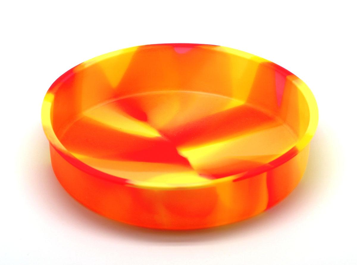 Форма для выпечки круглая ТортSC-BK-004M-DСиликоновая форма для выпечки имеет много преимуществ по сравнению с традиционной металлической и алюминевой посудой. Она идеально подходит для использования в микроволновых, гаховых и электрических печах при температурах до +230°С. Благодаря гибкости и антипригарным свойствам изделия, ваша выпечка никогда не потеряет свой внешний вид. Форма займет на Вашей кухне минимум места, ее можно свернуть и убрать в шкаф, а при очередном использовании она примет первоначальный вид. Так же хотелось бы отметить, что силикон не вступает ни в какое химическое воздействие с окружающими материалами. Следовательно, Ваша пища, изготовленная в форме из силикона, никогда не будетсодержать посторонних примисей и неприятных запахов.