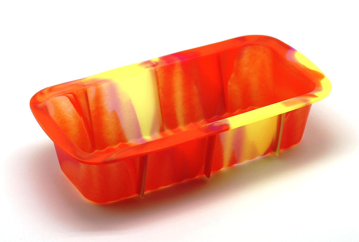 Форма для выпечки КаравайSC-BK-005M-JСиликоновая форма для выпечки имеет много преимуществ по сравнению с традиционной металлической и алюминиевой посудой. Она идеально подходит для использования в микроволновых, газовых и электрических печах при температурах до +230°С. Благодаря гибкости и антипригарным свойствам изделия, ваша выпечка никогда не потеряет свой внешний вид. Форма займет на Вашей кухне минимум места, ее можно свернуть и убрать в шкаф, а при очередном использовании она примет первоначальный вид. Так же хотелось бы отметить, что силикон не вступает ни в какое химическое воздействие с окружающими материалами. Следовательно, Ваша пища, изготовленная в форме из силикона, никогда не будет содержать посторонних примесей и неприятных запахов.