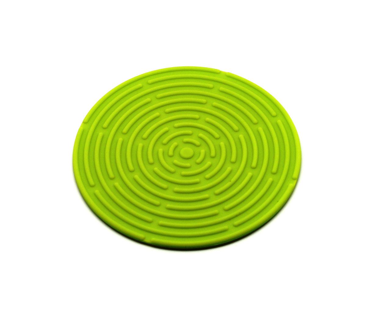 Подставка под горячее Atlantis, цвет: зеленый, диаметр 15 смSC-MT-010-GКруглая подставка под горячее Atlantis изготовлена из высококачественного пищевого силикона. Выдерживает температуру до +230°С, не впитывает запахи и предохраняет поверхность вашего стола от высоких температур. Оригинальный дизайн внесет свежесть и новизну в интерьер кухни. Подставка под горячее станет незаменимым помощником на кухне. Легко моется в посудомоечной машине.