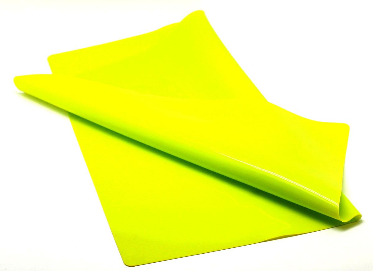 Кулинарный лист для раскатки теста Atlantis, цвет: зеленый, 58 х 48 смSC-MT-103-GКулинарный лист для раскатки теста Atlantis изготовлен из высококачественного пищевого силикона. На нем очень удобно раскатывать тесто, лист идеально прилегает к поверхности стола и не скользит, а тесто не пристает к листу, что обеспечивает удобное и комфортное приготовление. Лист выдерживает температуру до +230°С, не впитывает запахи и легко моется в посудомоечной машине. Можно использовать как подставку под горячую посуду. Теперь во время приготовления не нужно постоянно подсыпать муку, чтобы тесто не прилипало к поверхности стола. Вы сохраните чистоту на кухне и упростите столь трудоемкий процесс приготовления выпечки.