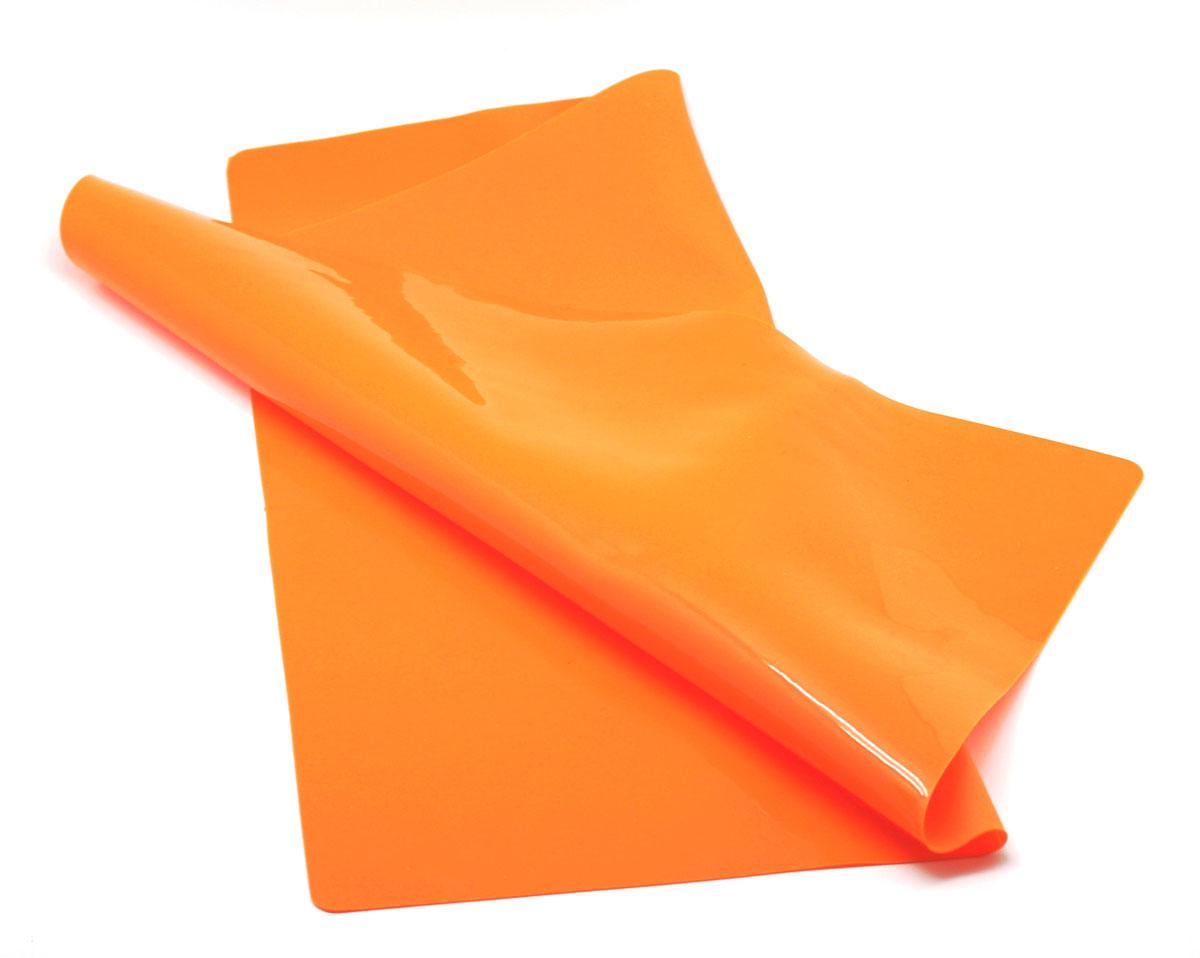 Кулинарный лист для раскатки теста Atlantis, цвет: оранжевый, 58 см х 48 смSC-MT-103-OКулинарный лист для раскатки теста Atlantis изготовлен из высококачественного пищевого силикона. На нем очень удобно раскатывать тесто, лист идеально прилегает к поверхности стола и не скользит, а тесто не пристает к листу, что обеспечивает удобное и комфортное приготовление. Лист выдерживает температуру до +230°С, не впитывает запахи и легко моется в посудомоечной машине. Можно использовать как подставку под горячую посуду. Теперь во время приготовления не нужно постоянно подсыпать муку, чтобы тесто не прилипало к поверхности стола. Вы сохраните чистоту на кухне и упростите столь трудоемкий процесс приготовления выпечки.