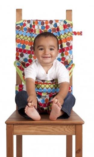 Дорожный детский стульчик Totseat, цвет: этно1000100077Дорожный детский стульчик Totseat - незаменимая вещь в дороге или в гостях, если вы решили покормить малыша, а под рукой нет детского стульчика. Его очень легко использовать - накиньте на стул, отрегулируйте длину и защелкните. Это компактный стульчик для кормления, предназначенный для детей от 6 до 30 месяцев, подходит для любого обычного стула со спинкой и легко поместиться в женскую сумочку. Totseat - это отличный подарок и полезный аксессуар в поездке. Вы можете взять его на пикник и посадить кроху отдыхать в шезлонге. А дополнительная упаковочная сумочка на молнии отлично подойдет для мокрого слюнявчика! В комплект входит мешочек для хранения.