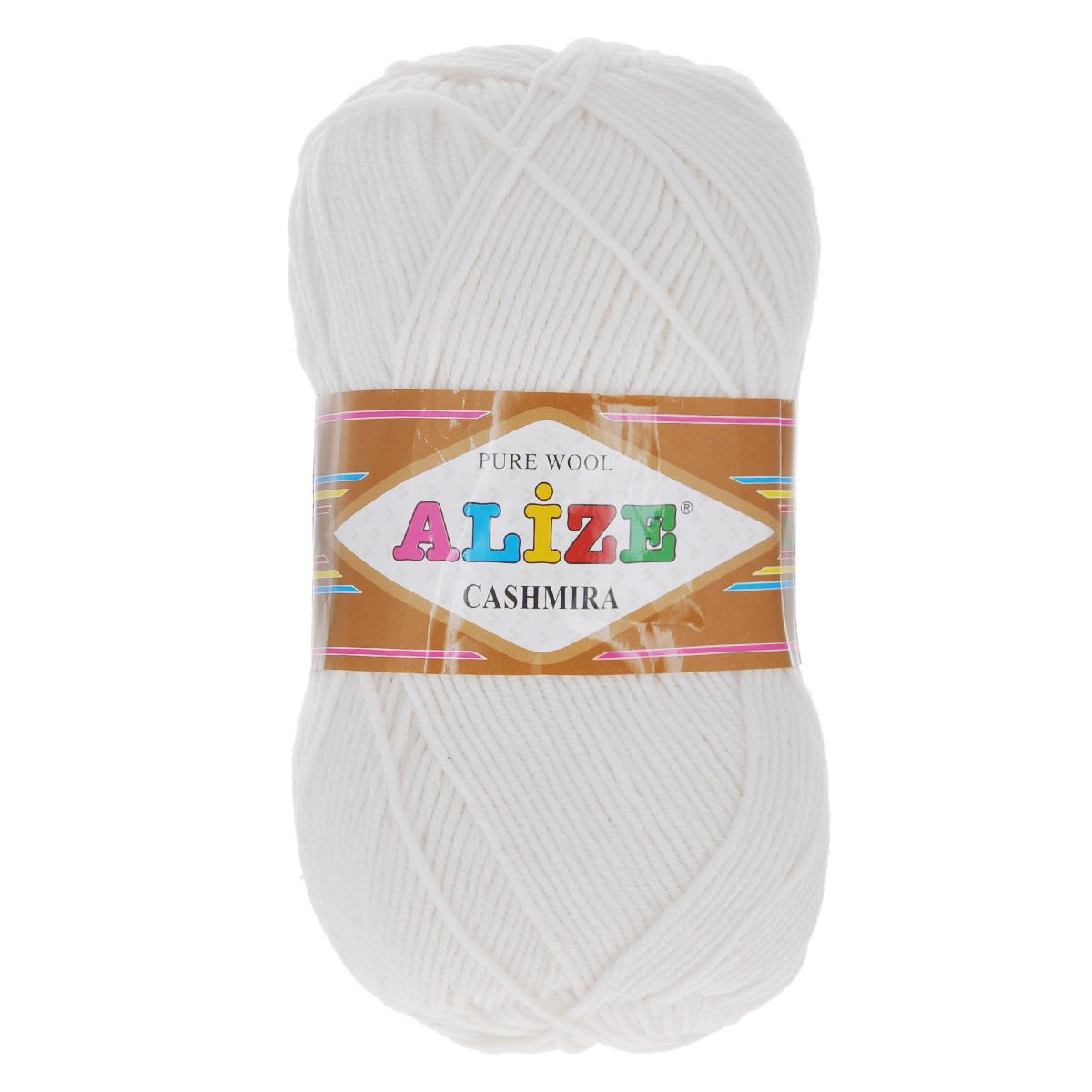 Пряжа для вязания Alize Cashmira, цвет: белый (55), 300 м, 100 г, 5 шт364009_55Пряжа для вязания Alize Cashmira изготовлена из 100% шерсти. Пряжа упругая, эластичная, тёплая, уютная и не колется, что очень подходит для детей. Тоненькая нитка прекрасно подойдет для вязки демисезонных вещей. Пряжа легко распускается и перевязывается несколько раз, не деформируясь и не влияя на вид изделия. Натуральная шерстяная нить, обеспечивает изделию прекрасную форму. Рекомендуется ручная стирка при температуре 30 °C. Рекомендованные спицы № 3-5, крючок № 2-4.