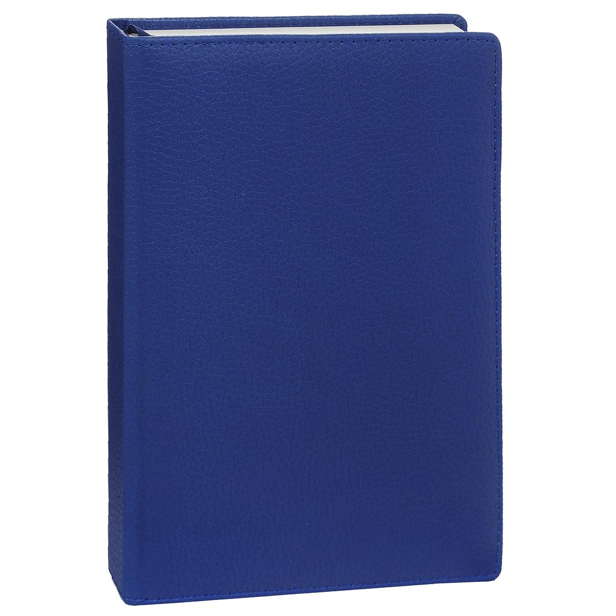 Ежедневник Listoff Classic. Zodiac, полудатированный, цвет: синий, 192 листа. Формат А5ЕКК15519205Ежедневник - это неотъемлемый атрибут делового человека, который ценит свое время и умеет правильно организовать свой трудовой день. Полудатированность страниц ежедневника удобна тем, что его можно начать вести без привязки к определенному году. Ежедневник Listoff Classic. Zodiac выполнен в обложке из мягкой искусственной кожи. Внутренний блок выполнен из высококачественной офсетной бумаги с листами в линейку. Внутренний блок прошит, что гарантирует отсутствие потери листов при активном использовании. Помимо листов для ежедневного планирования вы найдете: Страницу для записи личных данных; Календарь на 2015, 2016, 2017 и 2018 года; Междугородные телефонные коды России; Международные телефонные коды; Автомобильные коды регионов России; Товарные штрих-коды; Расстояние между российскими городами; Расстояние между Москвой и городами мира; Планирование проектов; Соотношение единиц измерения; Знаки по...