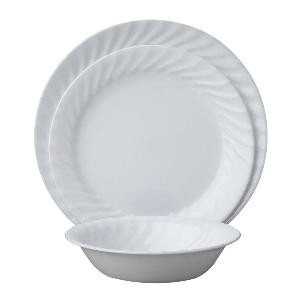 Набор посуды Enhancements 18пр, цвет: белый1088631Преимуществами посуды Corelle являются долговечность, красота и безопасность в использовании. Вся посуда Corelle изготавливается из высококачественного ударопрочного трехслойного стекла Vitrelle и украшена деколями американских и европейских дизайнеров. Рисунки не стираются и не царапаются, не теряют свою яркость на протяжении многих лет. Посуда Corelle не впитывает запахов и очень долгое время выглядит как новая. Уникальная эмаль, используемая во время декорирования, фактически становится единым целым с поверхностью стекла, что гарантирует долгое сохранение нанесенного рисунка. Еще одним из главных преимуществ посуды Corelle является ее безопасность. В производстве используются только безопасные для пищи пигменты эмали, при производстве посуды не применяется вредный для здоровья человека меламин. Изделия из материала Vitrelle:...
