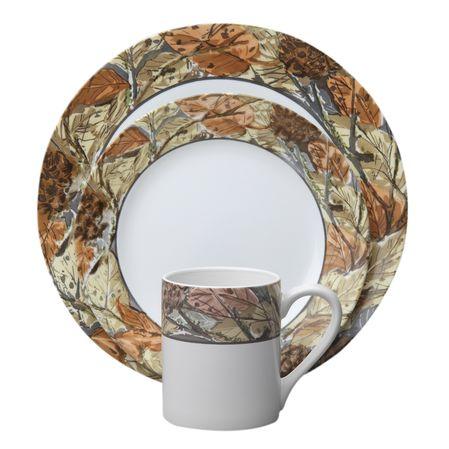 Набор посуды Woodland Leaves 16пр, цвет: белый с рисунком1109566Преимуществами посуды Corelle являются долговечность, красота и безопасность в использовании. Вся посуда Corelle изготавливается из высококачественного ударопрочного трехслойного стекла Vitrelle и украшена деколями американских и европейских дизайнеров. Рисунки не стираются и не царапаются, не теряют свою яркость на протяжении многих лет. Посуда Corelle не впитывает запахов и очень долгое время выглядит как новая. Уникальная эмаль, используемая во время декорирования, фактически становится единым целым с поверхностью стекла, что гарантирует долгое сохранение нанесенного рисунка. Еще одним из главных преимуществ посуды Corelle является ее безопасность. В производстве используются только безопасные для пищи пигменты эмали, при производстве посуды не применяется вредный для здоровья человека меламин. Изделия из материала Vitrelle:...