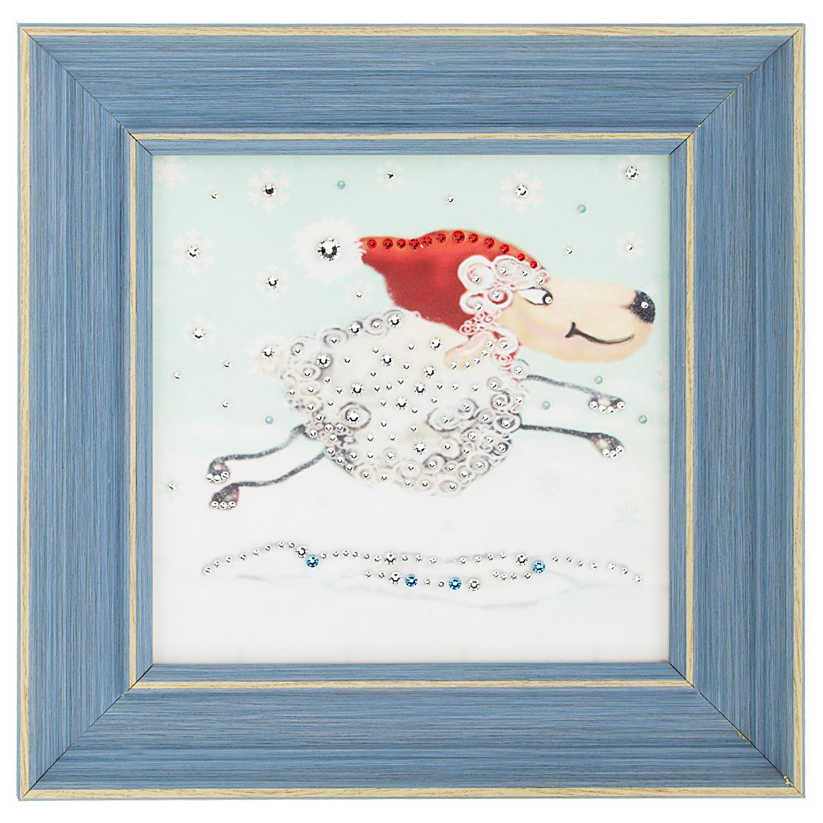 Картина с кристаллами Swarovski Праздник к нам приходит, 29 х 29 см1547Изящная картина в багетной раме, инкрустирована кристаллами Swarovski, которые отличаются четкой и ровной огранкой, ярким блеском и чистотой цвета. Красочное изображение бегущей овечки, расположенное под стеклом, прекрасно дополняет блеск кристаллов. С обратной стороны имеется металлическая петелька для размещения картины на стене. Картина с кристаллами Swarovski Праздник к нам приходит элегантно украсит интерьер дома или офиса, а также станет прекрасным подарком, который обязательно понравится получателю. Блеск кристаллов в интерьере, что может быть сказочнее и удивительнее. Картина упакована в подарочную картонную коробку синего цвета и комплектуется сертификатом соответствия Swarovski.