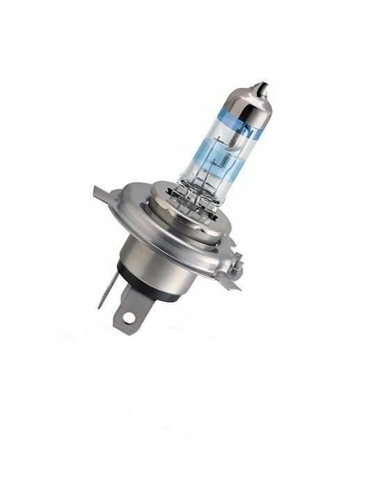 Лампа автомобильная галогенная Philips X-tremeVision, для фар, цоколь H4 (P43t), 12V, 60/55W12342XV+B1 (бл.)Галогенная лампа для автомобильных фар Philips X-tremeVision произведена из запатентованного кварцевого стекла с УФ фильтром Philips Quartz Glass. Кварцевое стекло Philips в отличие от обычного твердого стекла выдерживает гораздо большее давление смеси газов внутри колбы, что препятствует быстрому испарению вольфрама с нити накаливания. Кварцевое стекло выдерживает большой перепад температур, при попадании влаги на работающую лампу изделие не взрывается и продолжает работать. Автомобильные лампы X-tremeVision - самые яркие галогеновые лампы из всех доступных на рынке. Их яркость на 130% превышает яркость других автомобильных галогеновых ламп, а световой луч на 45 метров длиннее, благодаря чему вы можете видеть дальше, реагировать быстрее и водить безопаснее. Яркий белый свет (3700K) на 20% белее света стандартных ламп головного освещения. Запатентованная технология Philips Gradient Coating™ обеспечивает более мощный световой поток. Максимальная яркость и невероятный...