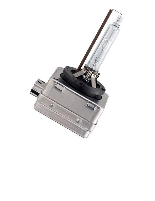 Лампа автомобильная ксеноновая Philips Xenon Vision, для фар, цоколь D1S (PK32d-2), 85V, 35W85415VIC1Ксеноновая лампа для автомобильных фар Philips Xenon Vision изготовлена из кварцевого стекла, устойчивого к УФ-излучению. Такое стекло обладает более высокой прочностью (по сравнению с тугоплавким стеклом) и отличается высокой устойчивостью к перепадам температур и вибрации. Например, при попадании влаги на работающую лампу изделие не взрывается и продолжает работать. Лампы выдерживают высокое внутреннее давление, поэтому такое кварцевое стекло обеспечивает более мощный свет. Лампы Xenon HID (High Intensity Discharge - разряд высокой интенсивности) производят в два раза больше света, обеспечивая лучшую видимость на дороге в любых условиях. Интенсивный белый свет ламп Xenon HID, схожий с дневным светом, помогает водителям сохранять концентрацию внимания и быстрее реагировать на препятствия и дорожные знаки, чем при использовании традиционных ламп. Ксеноновые лампы Philips Xenon Vision позволяют заменить одну перегоревшую ксеноновую лампу, так как цветовая температура...