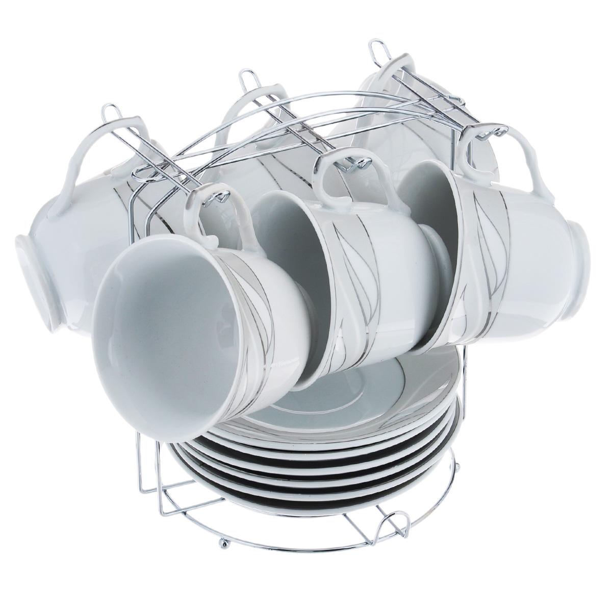 Набор чайный Bekker, 13 предметов. BK-6802BK-6802Чайный набор Bekker состоит из 6 чашек, 6 блюдец и металлической подставки. Изделия выполнены из высококачественного фарфора белого цвета, украшенного изящными цветочными узорами серебристой эмалью. Для предметов набора предусмотрена специальная металлическая подставка с крючками для чашек и подставкой для блюдец. Изящный чайный набор прекрасно оформит стол к чаепитию и станет замечательным подарком для любой хозяйки. Можно мыть в посудомоечной машине.