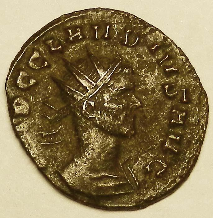 Монета антониниан. Бронза. Клавдий II Готский, Античный Рим, 269 год (Император)K421306Монета антониниан. Бронза. Клавдий II Готский, Античный Рим, 269 год (Император). Размер 2 х 2,1 см. Аверс: профильный портрет императора в короне, повернутый вправо, круговая легенда IMP C CLAVDIVS AVG. Реверс: Император стоит влево. Держит ветвь и короткий скипетр. Круговая легенда P M TR P II COS P P. Гурт гладкий. Соотношение осей аверса и реверса: 12. Сохранность очень хорошая. Красивая патина.