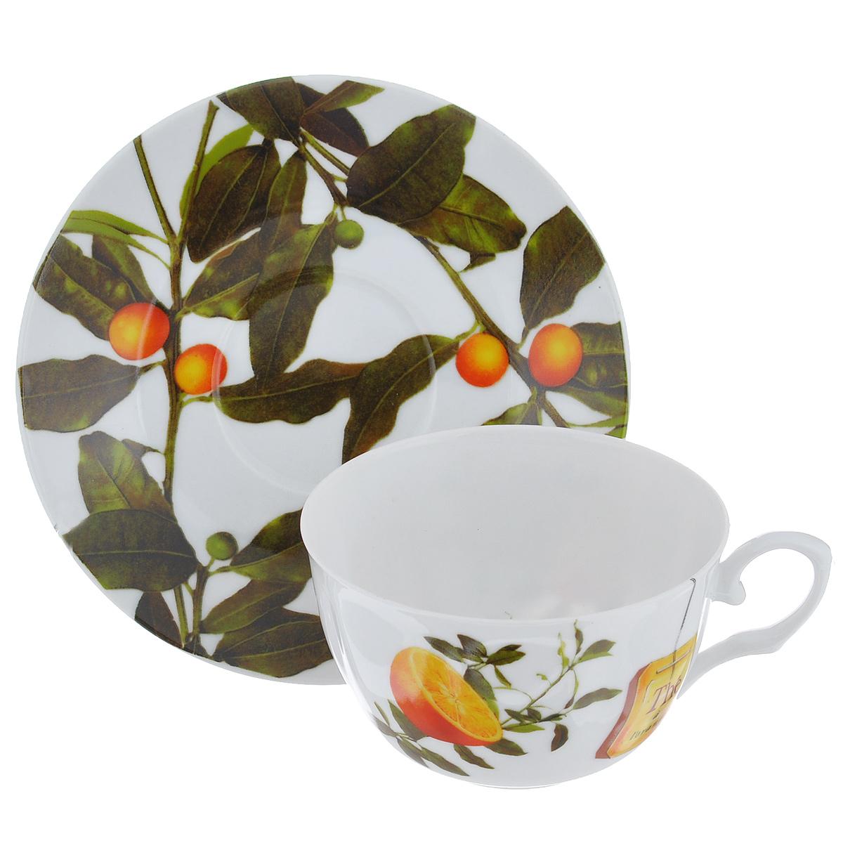Набор чайный Larange Апельсин, 2 предмета. 586-266586-266Чайный набор Апельсин, выполненный из высококачественного фарфора, состоит из чашки и блюдца. Изделия декорированы изображением апельсинов. Элегантный дизайн и совершенные формы предметов набора привлекут к себе внимание и украсят интерьер вашей кухни. Чайный набор Апельсин идеально подойдет для сервировки стола и станет отличным подарком к любому празднику. Чайный набор упакован в подарочную коробку из плотного картона лимонного цвета. Внутренняя часть коробки задрапирована белой атласной тканью, и каждый предмет надежно крепится в определенном положении благодаря особым выемкам в коробке. Не использовать в микроволновой печи. Не применять абразивные чистящие вещества. Объем чашки: 250 мл. Диаметр чашки по верхнему краю: 9,5 см. Высота чашки: 6 см. Диаметр блюдца: 14,5 см.