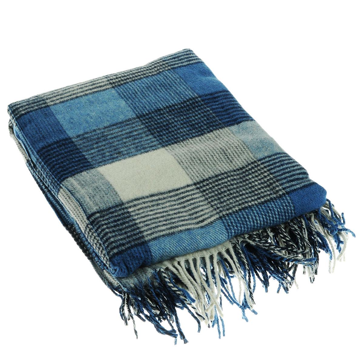 Плед Alpaca Wool Северный бриз, цвет: синий, 140 х 200 смПА-140-2001Приятный плед Северный бриз, выполненный из натуральной шерсти альпаки, добавит комнате уюта и согреет в прохладные дни. Удобный размер этого очаровательного пледа позволит использовать его и как одеяло, и как покрывало для кресла или софы. Такое теплое украшение может стать отличным подарком друзьям и близким! Изделия из шерсти альпаки обладают непревзойденным качеством. Во всем мире их относят к самым дорогим товарам. Для изготовления пледов шерсть альпаки смешивают с лучшей мериносовой (овечьей) шерстью. На изделиях из шерсти альпаки практически не образуются катышки, так как длинные волокна препятствуют сваливанию.
