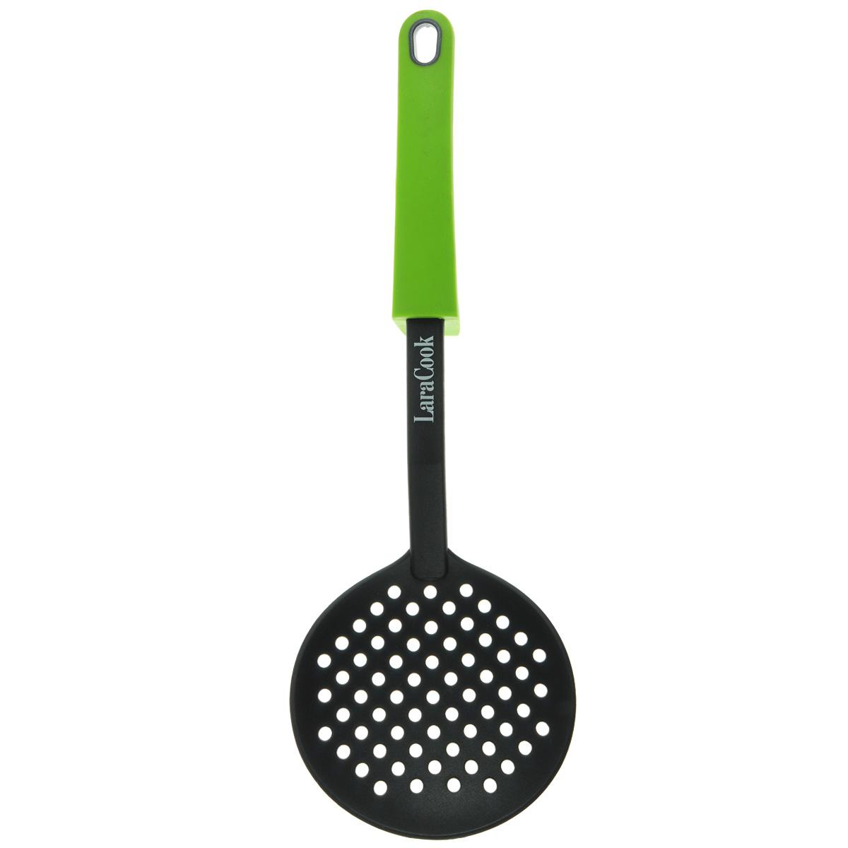 Шумовка Laracook, цвет: зеленый, длина 34 смLC-0916Шумовка Laracook изготовлена из термостойкого нейлона с прорезями для слива воды. Удобная ручка с упором обеспечивает надежный захват благодаря силиконовому покрытию. Такой шумовкой удобно вытаскивать блюда из кастрюли. На ручке имеется небольшое отверстие, за которое изделие можно подвесить в любом удобном для вас месте. Практичная и удобная шумовка займет достойное место среди аксессуаров на вашей кухне.