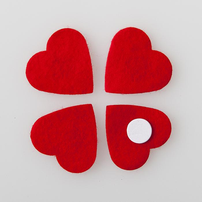 Декоративное украшение Home Queen Сердечки, со стикером, цвет: красный, 3,5 см х 3,5 см, 36 шт57526Декоративное украшение Home Queen Сердечки выполнено из полиэстера красного цвета. В наборе 36 штук. Обратная сторона сердечек оснащена клейким стикером. Такой набор прекрасно подойдет для декора открыток, подарков, фотоальбомов и различных творческих работ.
