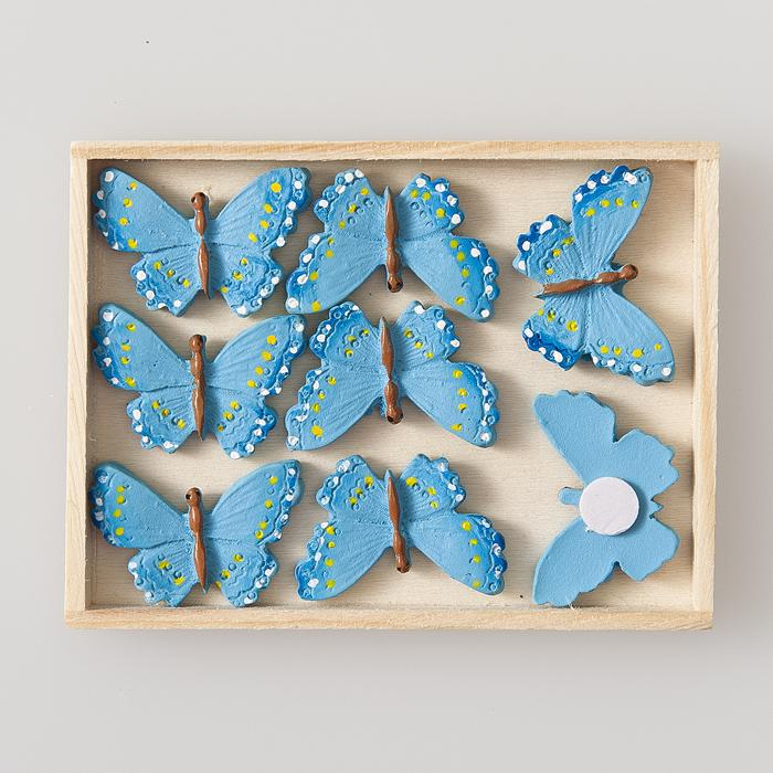 Набор декоративных украшений Home Queen Бабочка, на стикере, цвет: голубой, 8 шт60495Набор Home Queen Бабочка состоит из 8 декоративных элементов, изготовленных из полирезина в виде бабочек. Они крепятся к поверхности благодаря бумаге на клейкой основе с обратной стороны и прекрасно подойдут для декора любой поверхности. Изделия можно использовать для украшения фотоальбомов, подарков, конвертов, фоторамок, открыток, интерьера и многого другого. Творчество способно приносить массу приятных эмоций не только человеку, который этим занимается, но и его близким, друзьям, родным. Размер декоративного элемента: 3 х 2 х 1 см.