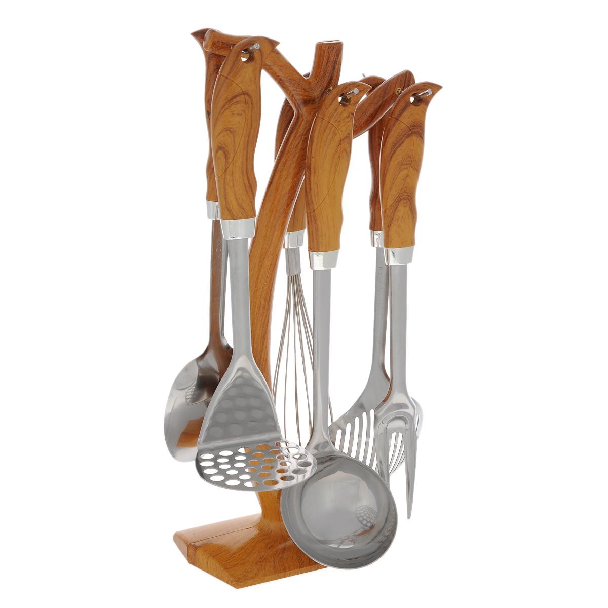 Набор кухонный Bekker BK-462, 7 предметовBK-462Набор кухонных аксессуаров Bekker станет незаменимым помощником на кухне, поскольку в набор входят самые необходимые кухонные аксессуары: картофелемялка, ложка, половник, вилка, шумовка, венчик. Все предметы набора хранятся в элегантной настольной подставке с крючками, на которые можно подвесить изделия. Ручки имеют рельефную форму, соответствующую изгибам пальцев. Весь набор выполнен из нержавеющей стали и жаростойкого пластика. Сталь с таким сплавом широко используется во всем мире. Изделия из нержавеющей стали исключительно прочны, гигиеничны, не подвержены коррозии и химически устойчивы по отношению к органическим кислотам, солям и щелочам. Такой набор понравится любой хозяйке и будет отличным помощником на кухне. Подходит для мытья в посудомоечной машине. Размер подставки: 8 см х 16 см х 38 см. Длина картофелемялки: 27 см. Размер рабочей поверхности: 8 см х 8 см. Длина ложки: 31 см. Размер рабочей поверхности: 11 см х 7...