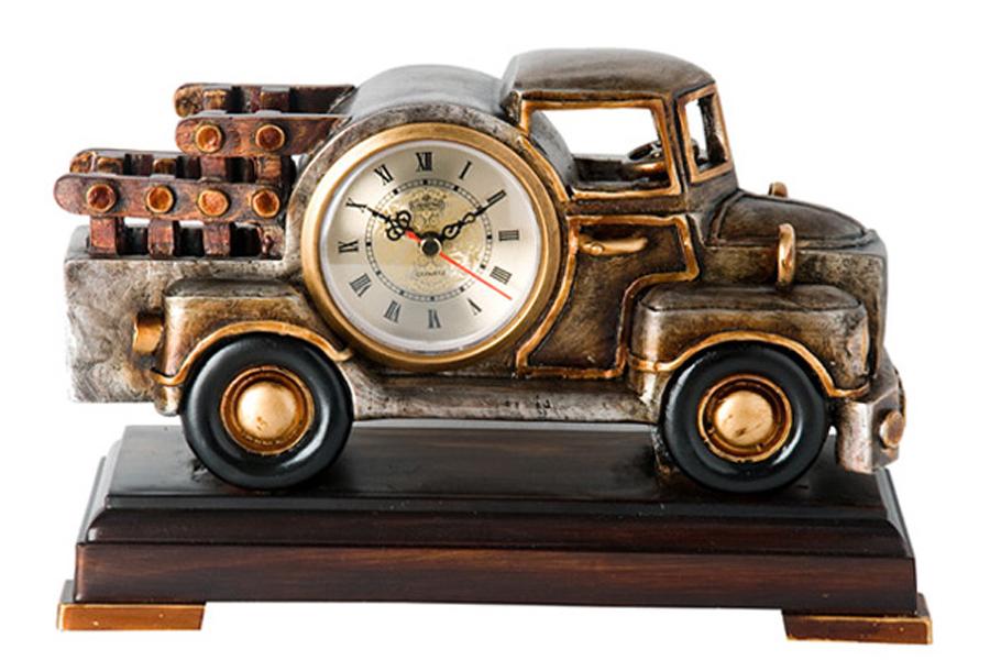 Часы настольные Lisheng Грузовик, 28 х 11,5 х 19 смLI-1323M-ALНастольные кварцевые часы Lisheng Грузовик изготовлены из полистоуна. Изделие выполнено в виде грузовике на подставке. Циферблат круглой формы расположен на кузове машины и оформлен римскими цифрами. Часы имеют две стрелки - часовую и минутную. Настольные часы оригинального дизайна прекрасно оформят интерьер дома или рабочий стол в офисе. Часы работают от одной батарейки типа АА мощностью 1,5V (не входит в комплект). Материал: полистоун, пластик. Диаметр циферблата часов: 7,5 см. Размер часов: 28 см х 11,5 см х 19 см.
