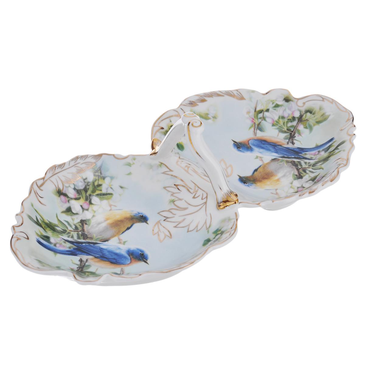 Менажница Lillo Клэранс, 2 секции214037Изящная менажница Lillo Клэранс, выполненная из керамики, состоит из двух секций. Изделие декорировано красочным изображением птиц и золотистой эмалью. Менажница оснащена удобной ручкой. Некоторые блюда можно подавать только в менажнице, чтобы не произошло смешение вкусовых оттенков гарниров. Также менажница может быть использована в качестве посуды для нескольких видов салатов или закусок. Менажница Lillo Клэранс станет замечательной деталью сервировки и великолепным украшением праздничного стола. Не рекомендуется использовать в посудомоечной машине и микроволновой печи.